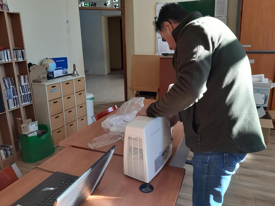 Δήμος Πρεσπών - Συσκευές καθαρισμού του εσωτερικού αέρα στις σχολικές μονάδες
