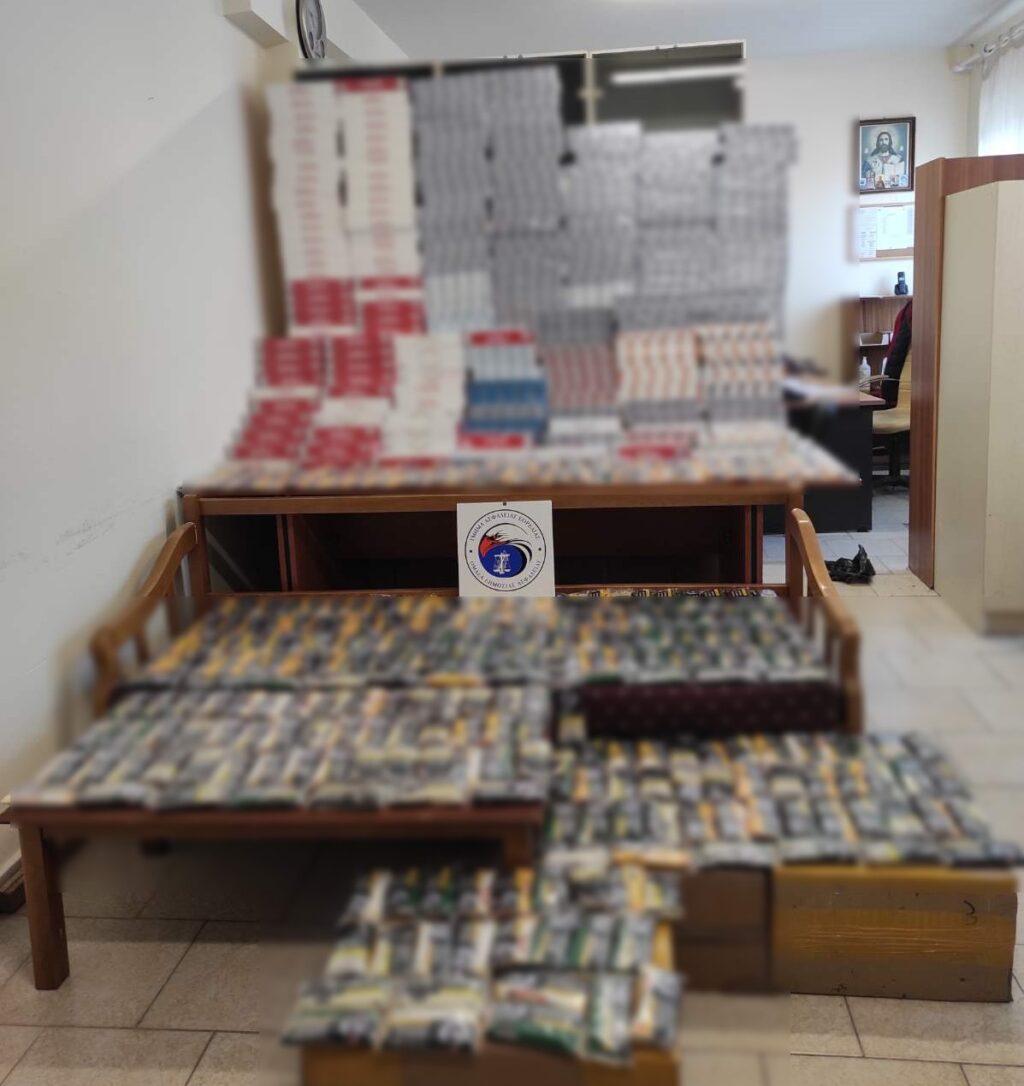 Συνολικά βρέθηκαν και κατασχέθηκαν 7.759 πακέτα αφορολόγητων τσιγάρων και ποσότητα αδασμολόγητου καπνού, βάρους 15 κιλών και 50 γραμμαρίων