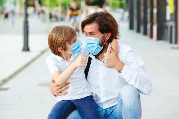 Η αλήθεια είναι πως θεώρησα πως ίσως να είναι μία σκληρή δοκιμασία για μικρά παιδιά να φοράνε όλη την ώρα του σχολικού προγράμματος προστατευτική μάσκα.