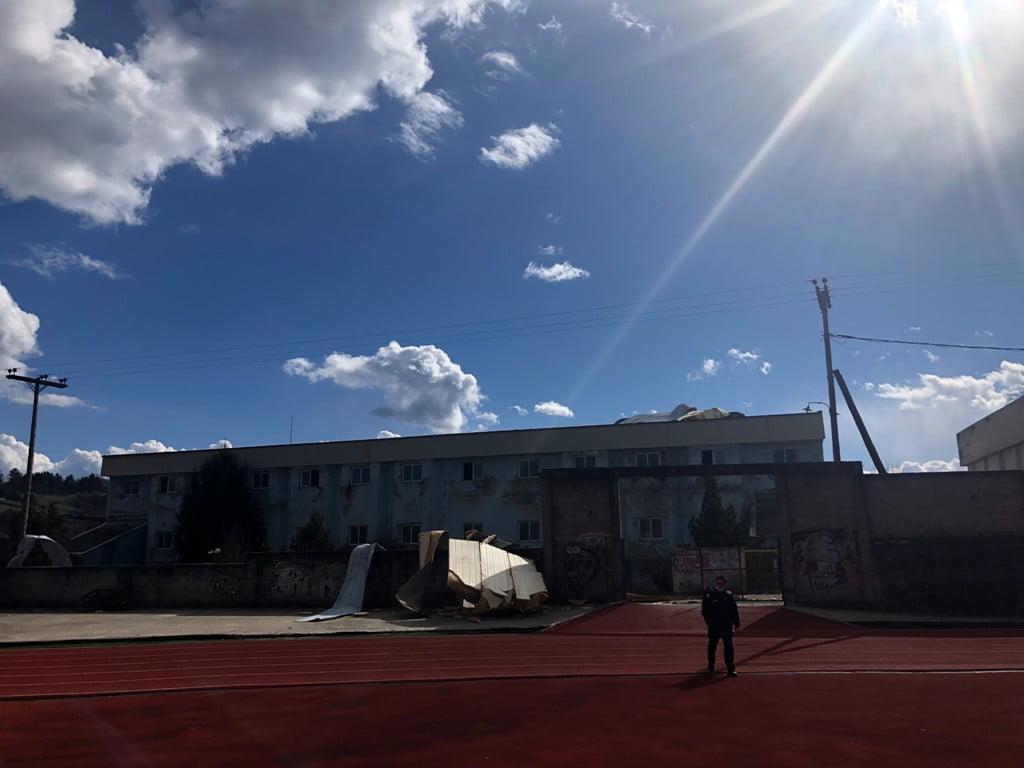 Ζημιές στο ανενεργό Κλειστό Κολυμβητήριο των Γρεβενών από ανεμοστρόβιλο