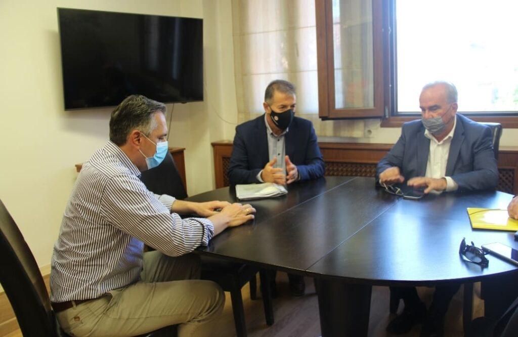 Με τον αν. Υπουργό Ανάπτυξης και Επενδύσεων Νίκο Παπαθανάση συναντήθηκε  ο Δήμαρχος Αμυνταίου Άνθιμος Μπιτάκης.