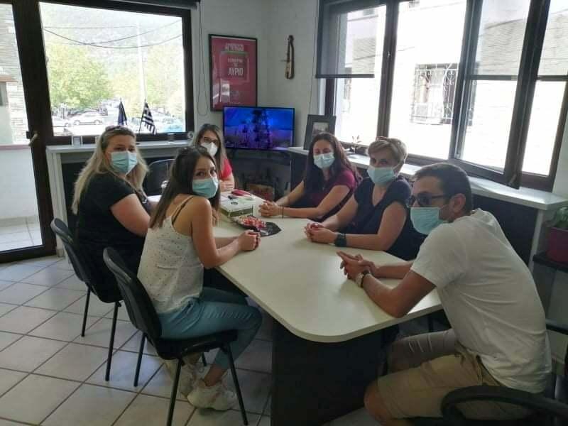 Συνάντηση Ολυμπίας Τελιγιορίδου με αντιπροσωπεία των εργαζομένων στις δημόσιες δομές υγείας της Καστοριάς που τέθηκαν σε αναστολή