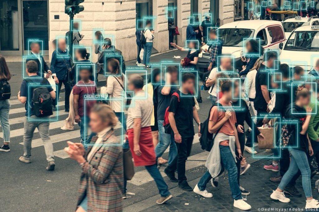 Τεχνητή νοημοσύνη και αστυνόμευση: το ΕΚ κατά της μαζικής παρακολούθησης