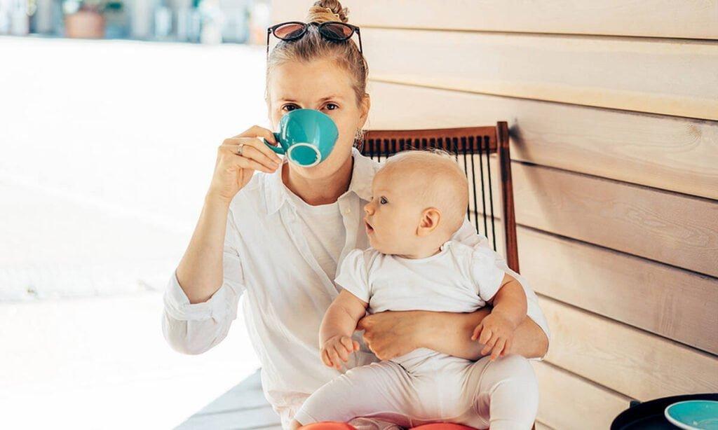 Γιατί οι μαμάδες λατρεύουν τον καφέ; Παγκόσμια ημέρα καφέ