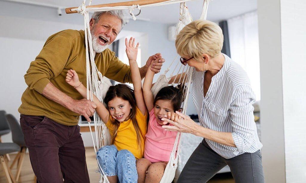 Παγκόσμια Ημέρα Ηλικιωμένων: Χρόνια πολλά γιαγιά και παππού